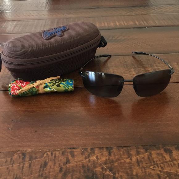 2e5aa56861a Maui Jim Sport Men's Breakwall Sunglasses. M_5ade1dc63b1608168026c1c1